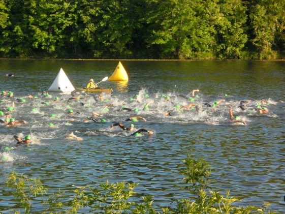 See those giant white and yellow buoys? Those are a swimmers guide but, when the sun is directly in your fax, you cannot see them!